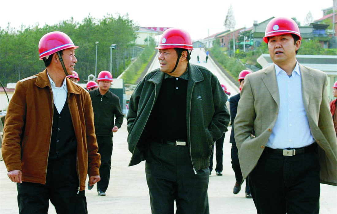 In Nov 2005, the vice governor of Hubei province Mr.Ren Shimao visited Dongsheng group.