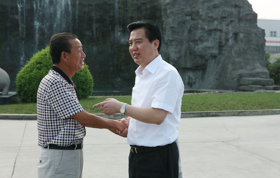 In Aug 2012, the party secretary of Yichang Mr.Huang Chuping made a cordial conversation with Dongsheng chairman.